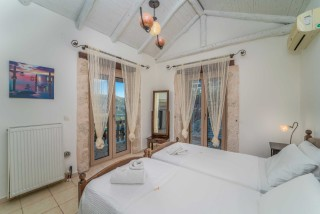 villa amit arriva bedroom with view