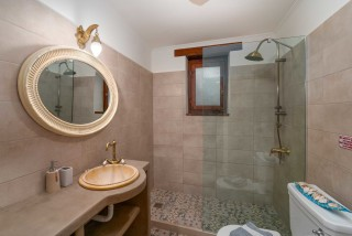 villa amit arriva shower