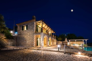 villa emma arriva by night