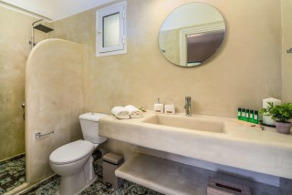 villa emma arriva shower in bathroom