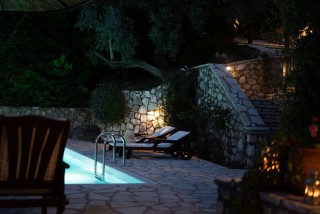villa mia arriva pool by night